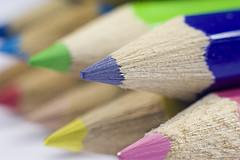 Pensil Warna, Krayon, atau Oil Pastel untuk Si Kecil?