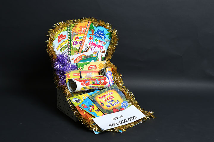 cikal aksara bagi-bagi hadiah paket buku anak